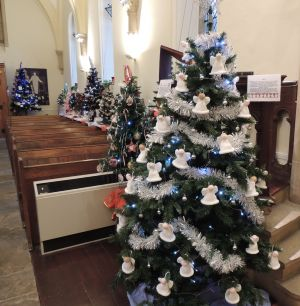YVLC Christmas Tree at Cleeve Church 2